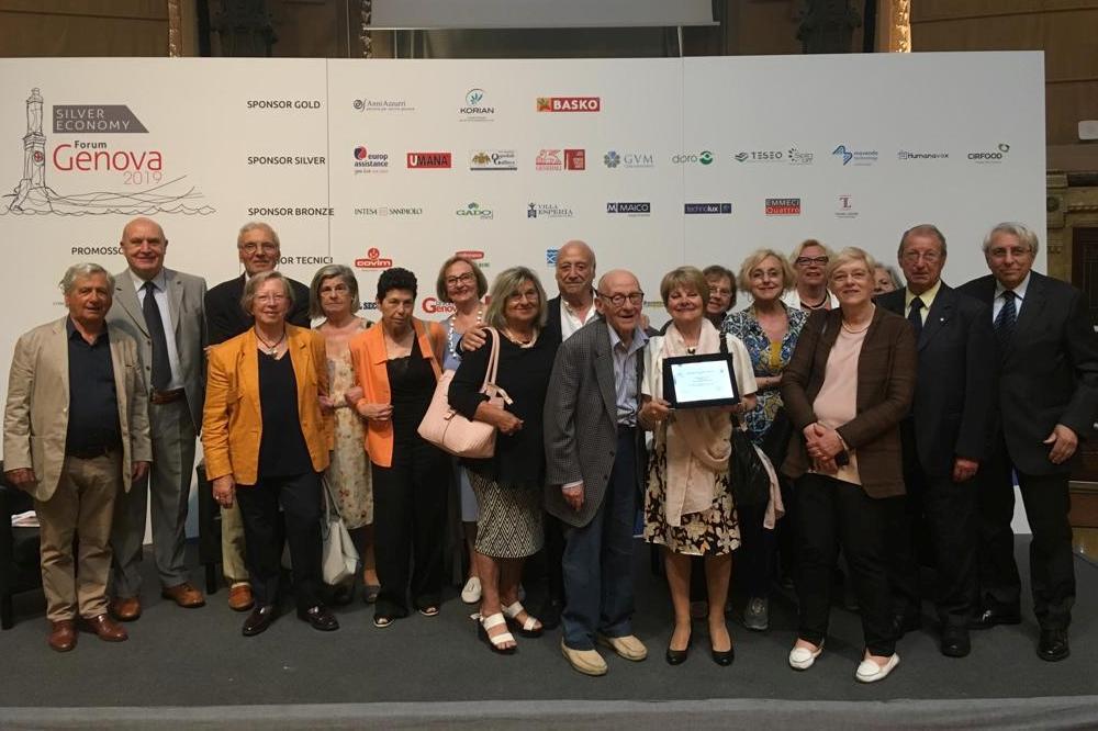 Brigida Gallinaro che riceve il premio senior