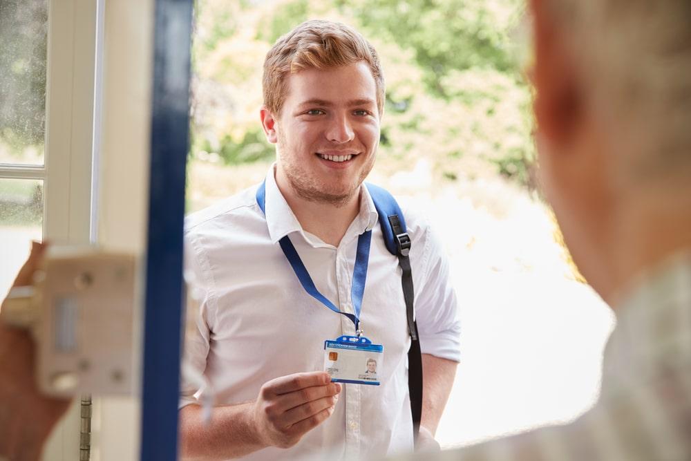 attenti alle truffe operatore sanitario alla porta