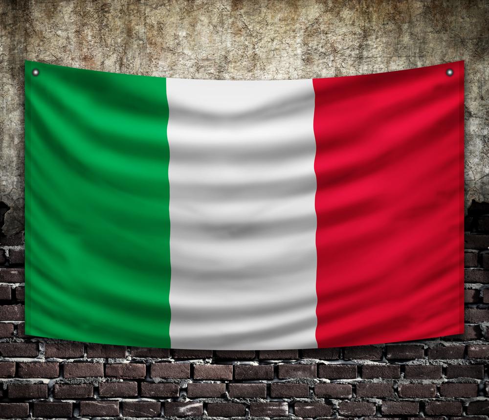 Caserta conferenza sulla costituzione bandiera italiana