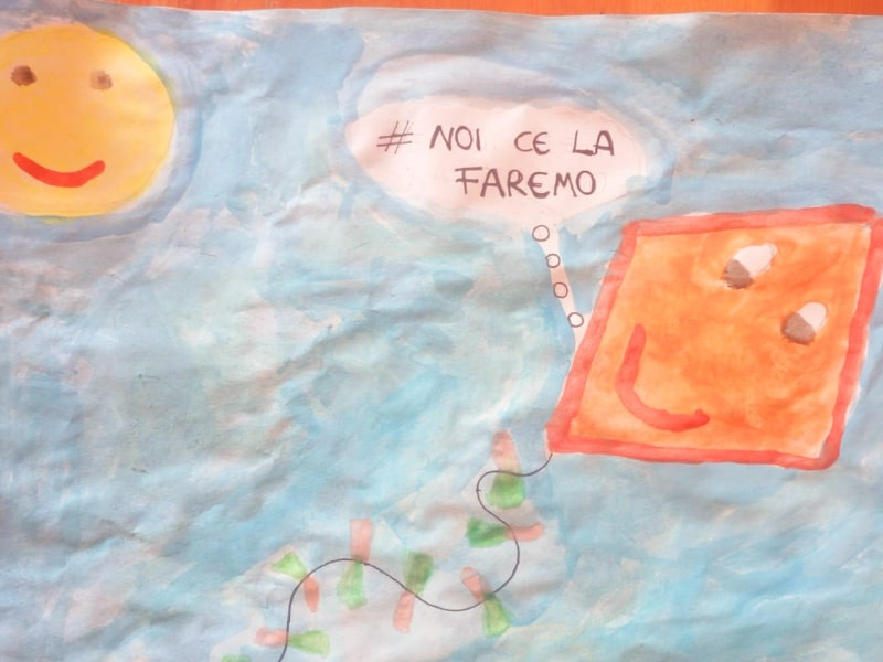 Il disegno di aquilone fatto da una bambina di 6 anni