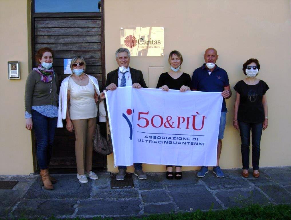 Lucca, il consiglio consegna donazione alla Caritas