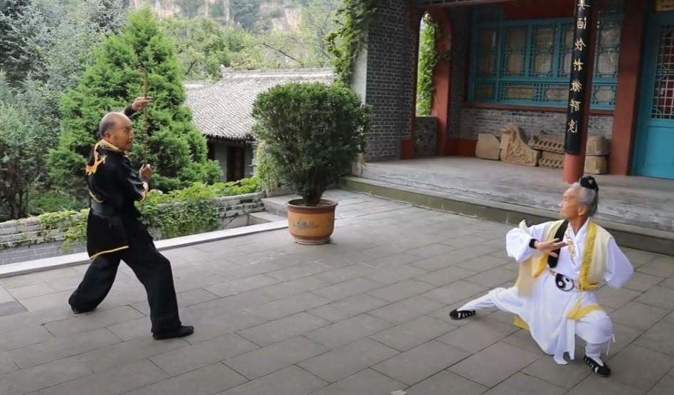 Yue Qizhong e Zhang Weiying, maestri di Kongtong