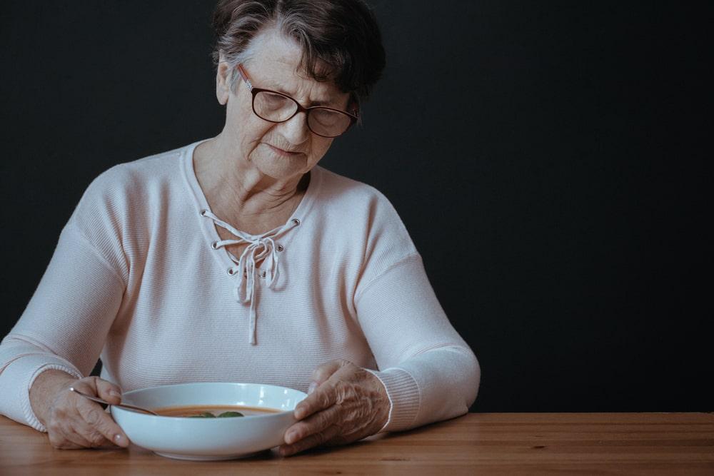 anziana inappetente