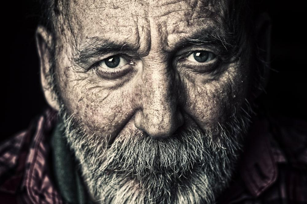 Anziano primo piano