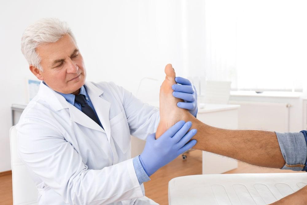 Cardiologo controllo piedi