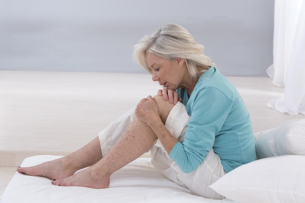 anziana con problemi di cartilagine