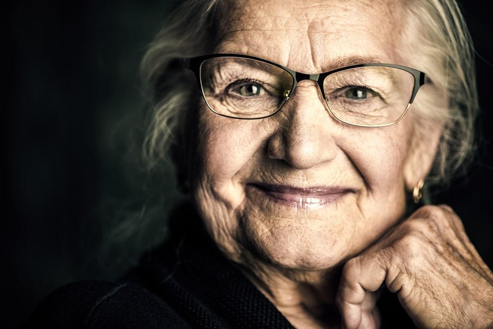 Donna senior che sorride
