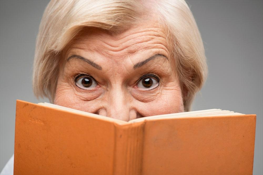 volto dietro un libro