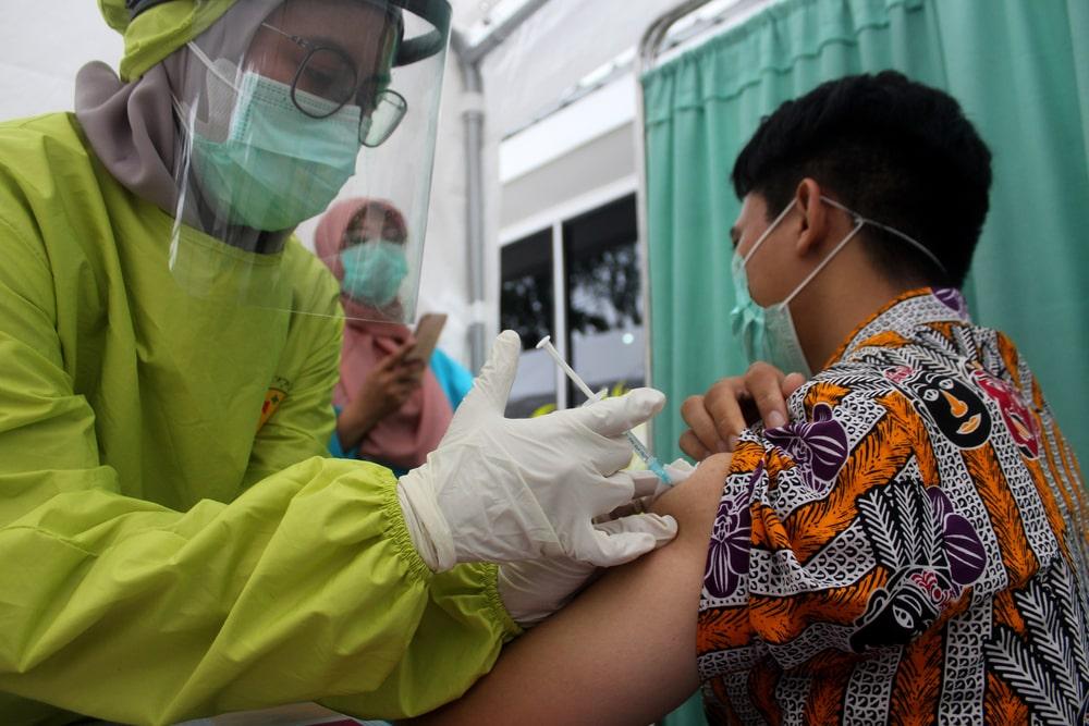 Vaccinazioni giovani in Indonesia