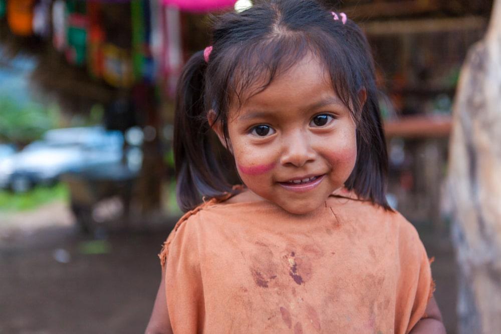 Una bambina della tribù degli Tsimane