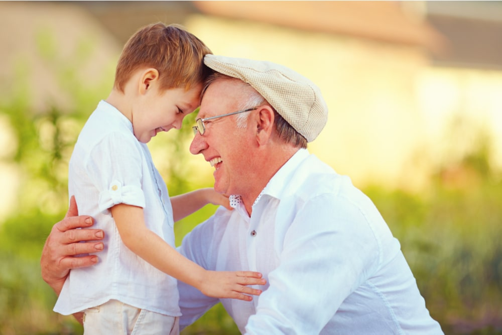 Un nonno e un nipote insieme