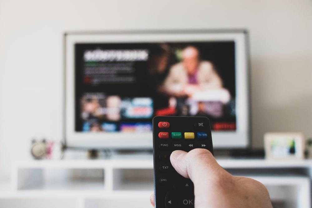 Un telecomando puntato su Netflix