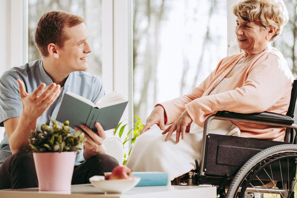 Visita di una persona anziana