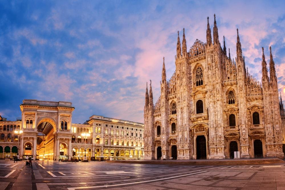 Uno scorcio del Duomo di Milano al tramonto